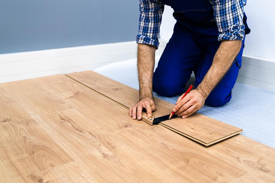 Professional timber floor installer in Sydney laying laminated floor